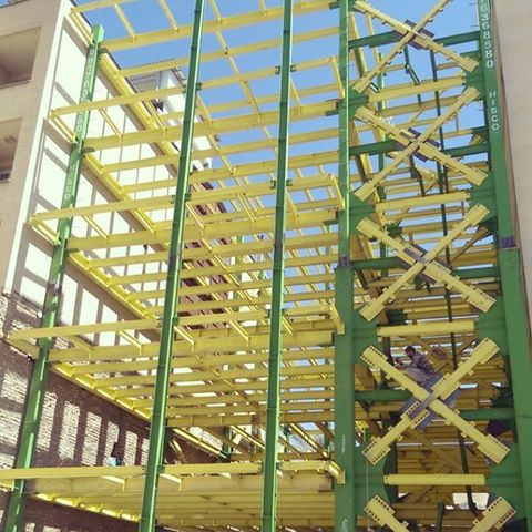 سازه فلزی پیچ و مهره ای